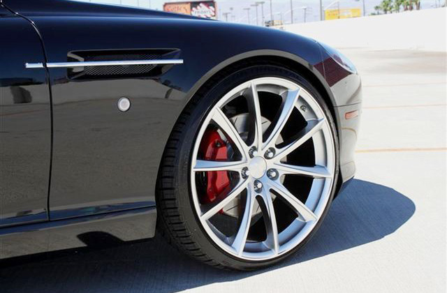 Aston Martin DB9 Coupe Wheels - Close-Up Wheel w/ Convex Wheels